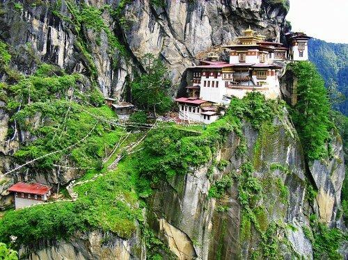 """Монастырь """"Гнездо Тигра"""" в Бутане"""
