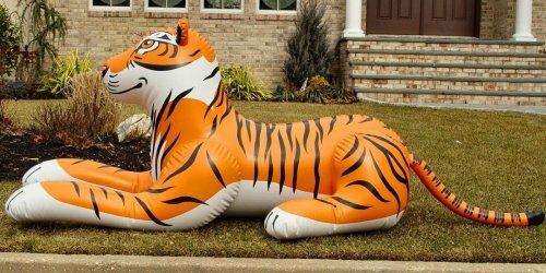 Игрушечные тигры на страже